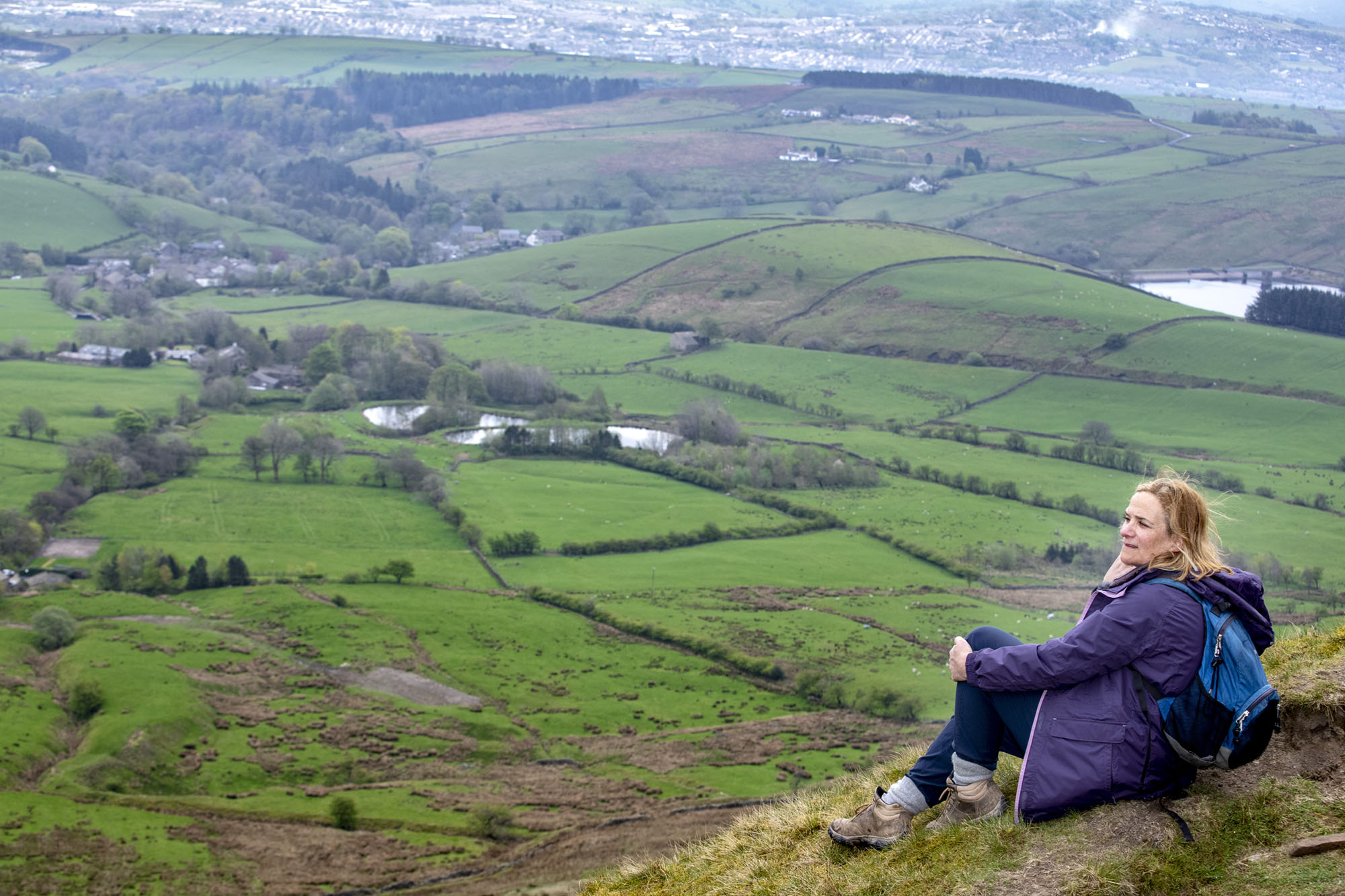 Tracy-Chevalier-on-Pendle-Hill-2019-photo-Stephen-Garnett